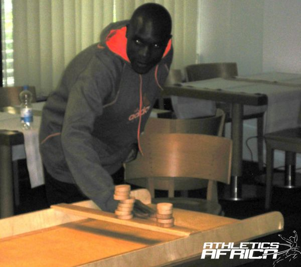 Eric Ndiema (KEN) relaxing with the traditional Dutch indoor game sjoelen/ Photo: Spain Sports Services
