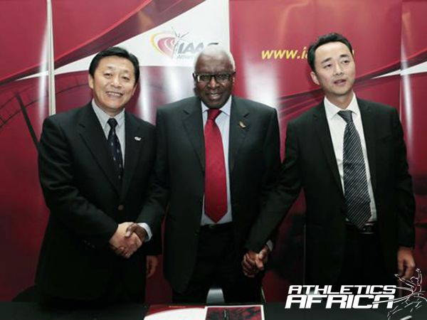 Gao Weidong and Du Zhaocai with Lamine Diack in Barcelona/Photo: IAAF