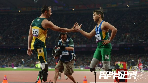 Alan Fonteles Cardoso Oliveira of Brazil is congratulated by Oscar Pistorius of South Africa after winning gold in the Men's 200m - T44 on Day 4 / Photo: LOCOG