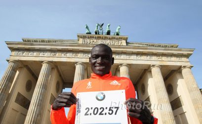 Kenyan Dennis Kimetto at the Brandenburg Gate after setting the World Record at the 2014 BMW Berlin Marathon / Photo: Photorun