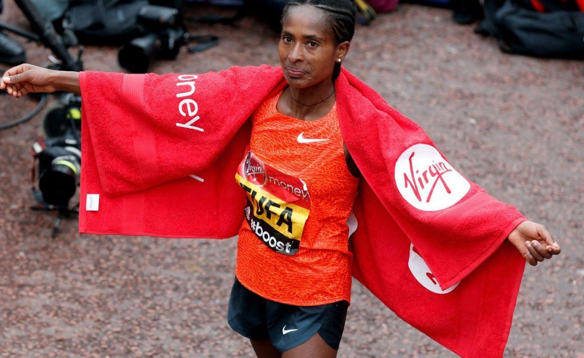 Ethiopian Tigist Tufa celebrates after winning the women's race at the 2015 London Marathon / Photo: Organisers