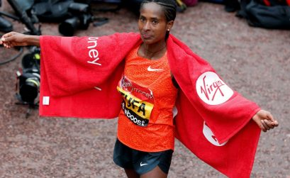 Ethiopian Tigist Tufa celebrates after winning the women's race at the 2015 London Marathon / Photo: Organisers