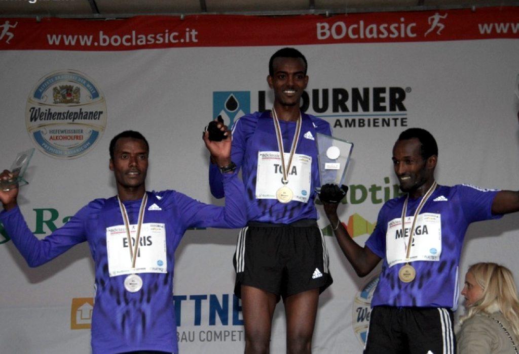 Boclassic 2015 podium (L-R) - Ethiopians Muktar Idris (28.44); Tamirat Tola (28.28) and Imane Merga (28.56) / Photo credit: Running.bz.it.