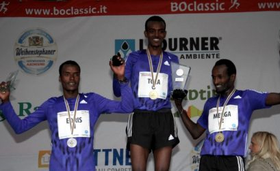 Boclassic 2015 podium (L-R) - Ethiopians Muktar Idris (28.44); Tamirat Tola (28.28) and Imane Merga (28.56) / Photo credit: Running.bz.it.