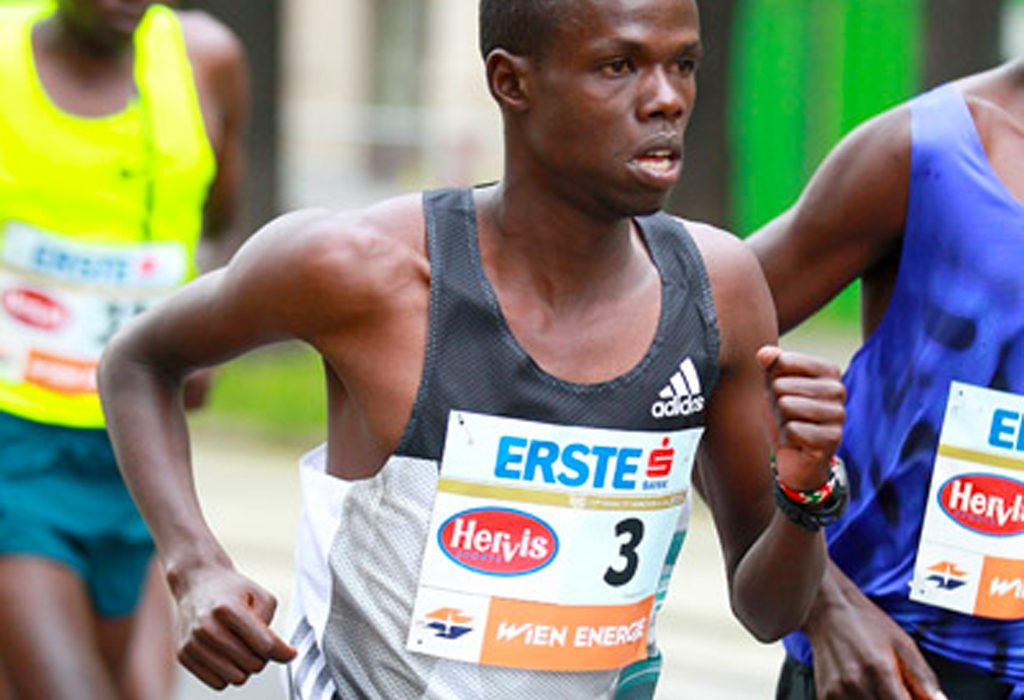 Robert Chemosin winning in Vienna marathon 2016 / Photo credit: www.photorun.net