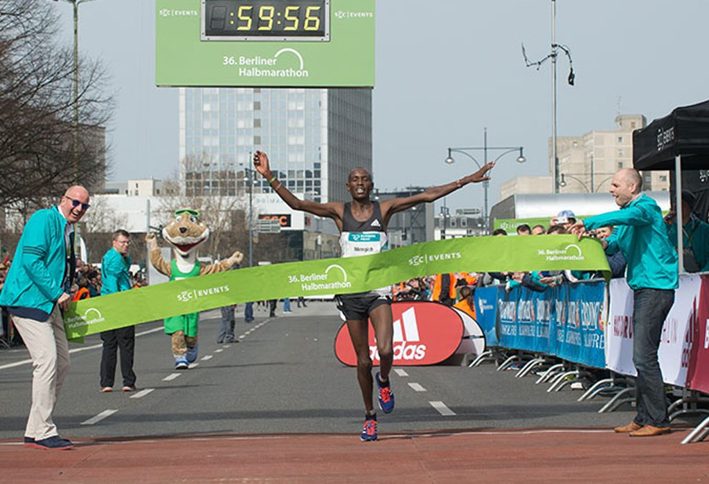 Richard Mengich winning at Berlin Half Marathon 2016 / Photo credit: SCC-Events/camera4