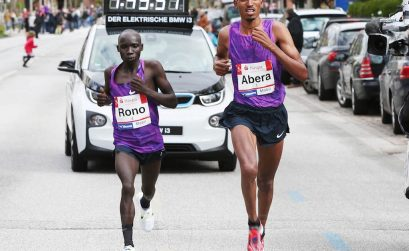 Tesfaye Abera and Philemon Rono battling for victory / Photo Credit: Haspa Marathon Hamburg / Hochzwei