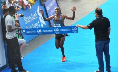 Tanzania's Alphonce Simbuwinning at the 14th edition of the Standard Chartered Mumbai Marathon 2017 / Photo credit: SCMM 2017 / Procam International