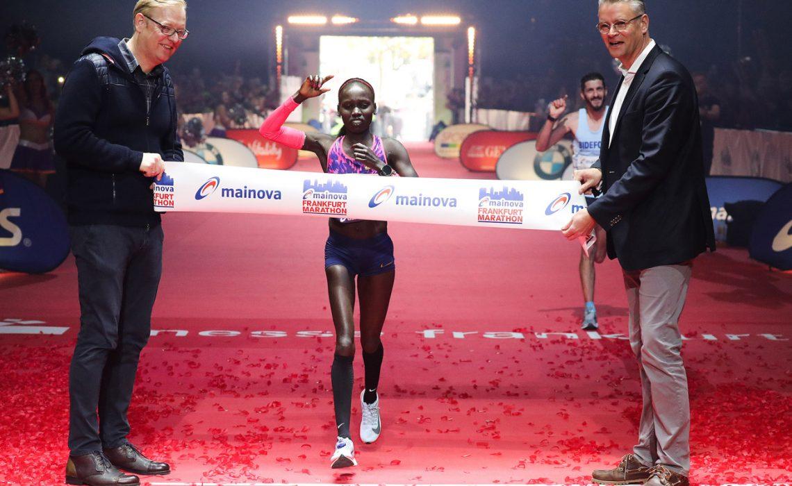 Shura Kitata Tola of Ethiopia and Kenya's Vivian Cheruiyot winning at the 36th edition of the Mainova Frankfurt Marathon / Photo Credit: www.photorun.net