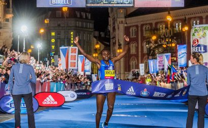 Kenya's Joyciline Jepkosgei broke the world 10km record in 29:43 at the 2017 Birell Prague Grand Prix