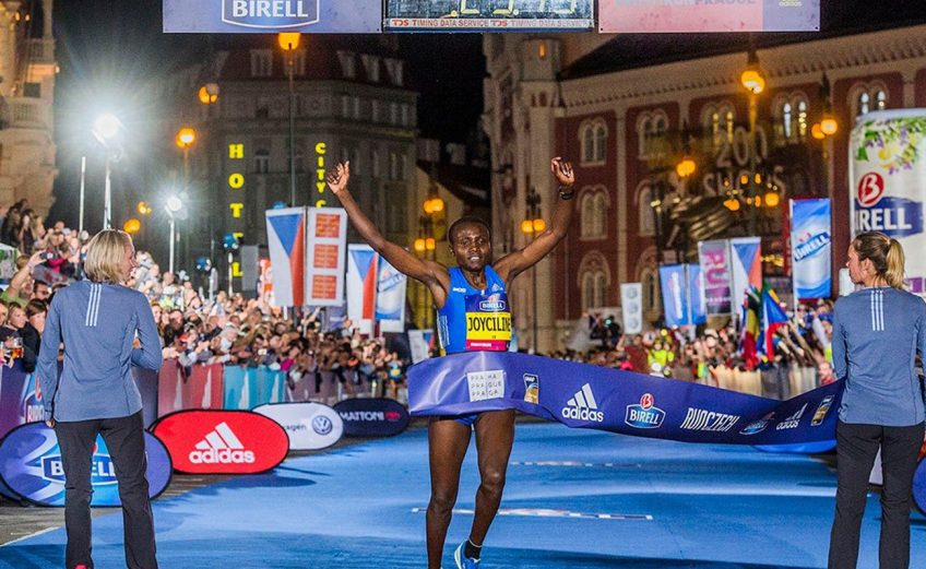 Kenya's Joyciline Jepkosgei broke the world 10km record in 29:43 at the 2017 Birell Prague Grand Prix