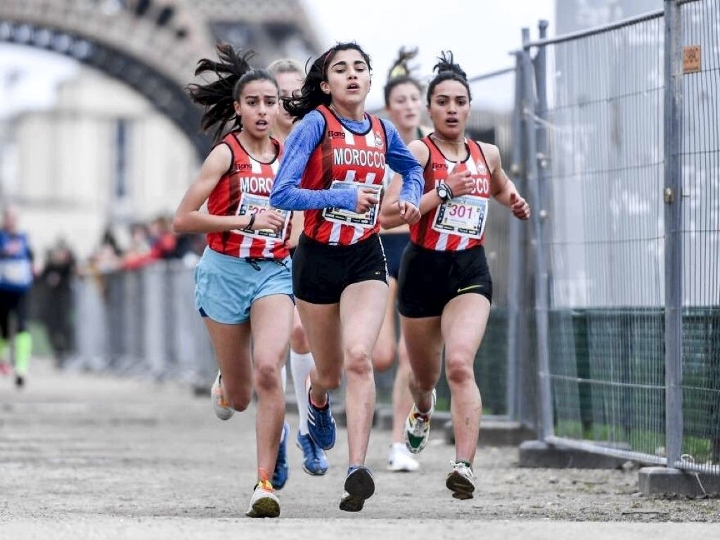 School Girls Team winners, High School Qualifying Allal E IFRANE from Morocco, bunched together on the last lap at the 2018 International School Sport Federation World School Championship (WSC) Cross Country in Paris on Wednesday 4 April / Photo: UNSS