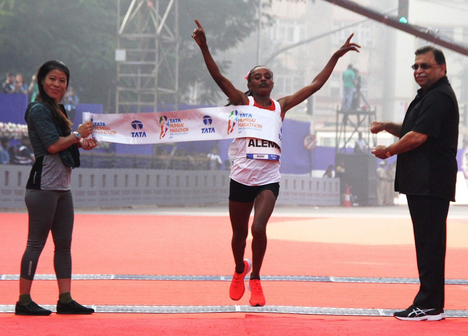 Ethiopia's Worknesh Alemu wins at the Tata Mumbai Marathon 2019 / Photo credit Procam International