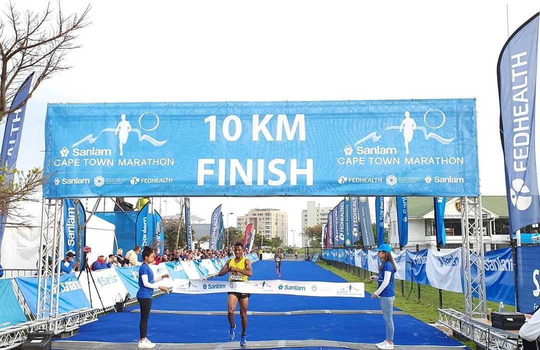 South Africa's Precious Mashele defended his title in 28:36 to win the 2019 10km Peace Run at the 2019 Sanlam Cape Town Marathon.